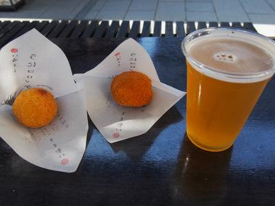 うにコロッケとビール.JPG