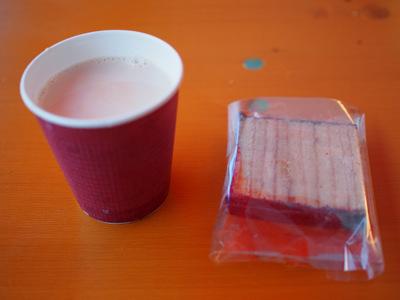 ホットリターナーミルクとバームクーヘン.JPG